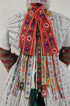 Trachtenfigurine einer verheirateten, evangelischen Patin aus dem Kirchspiel Hoyerswerda um 1900 Hoyerswerda/Oberlausitz, um 1900 Museum für...