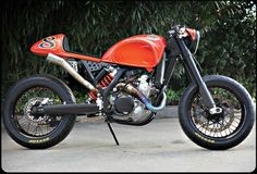 "KTM converted into a ""Cafe Moto"" by RSD. Kind of a cross between a cafe racer and a street tracker KTM motorbike Ktm Cafe Racer, Cafe Racers, Cafe Moto, Inazuma Cafe Racer, Cafe Racer Helmet, Cafe Racer Girl, Cafe Bike, Cafe Racer Motorcycle, Motorcycle Design"
