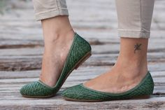 Green Woven Shoes Vegan Leather Shoes Loafers Flat by BangiShop