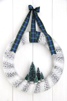 Winter Yarn Wreath {A Pretty Life}                                                                                                                                                                                 More