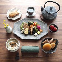 """6,365 Likes, 25 Comments - こころのたねYasuyo (@kokoronotane) on Instagram: """"❁.*⋆✧°.*⋆✧❁ Today's lunch. ・ 今日の寄せて集めてお昼ごはん。 ・ お品書き(作り置きおかず+追加分) 1.鯖フライ 2.ほうれん草とニラの炒り卵…"""""""