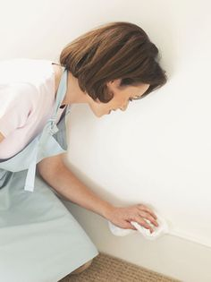 How to wash walls & trim.    1 gallon (4 liters) warm water, to which you add a good squeeze of liquid dishwashing detergent. for tougher walls mix
