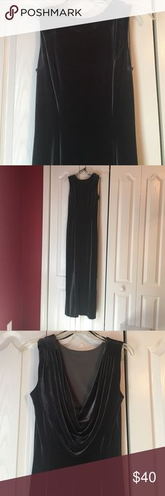 Velvet floor length dress Velvet floor length dress...with flowing back. Betsy & Adam Dresses Backless