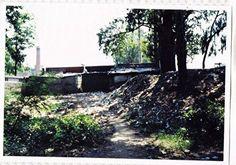 1948 年洪熙街卡子內餓死者屍體最多的地方,現在已經成為露天廁所所在地。這是日本的倖存者遠藤譽女士在 1990 年代探訪長春時拍下的照片。(遠藤譽提供)