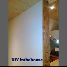 子どもの身長は柱のキズで記録したい。  けど我が家はクロス貼りなのでむき出しの柱が無い。 そのために柱がわりに板張りました。