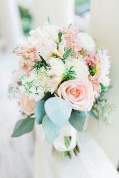 fresh blush bouquet   Laura Ann Miller Photography   Glamour & Grace