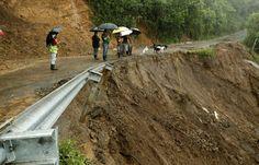 Al menos 22 personas han muerto en Centroamérica por el paso de la tormenta tropical Nate que avanza este jueves hacia México y EE UU. Nicaragua es el país más afectado con 11 fallecidos y siete desaparecidos. 10.000 personas se han visto afectadas por inundaciones, deslaves, caminos destruidos y casas dañadas.