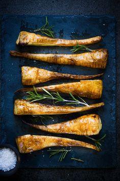 Panais rôti au four aux herbes et au miel (ou nature). Un accompagnement ou une entrée végétarienne délicieuse et très facile.