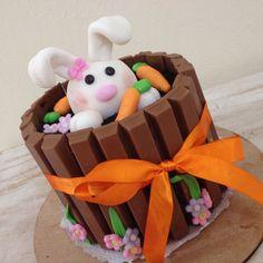 Minibolo Páscoa 2015! By Villa do Açúcar  Easter Cake Easter Bunny Cake, Easter Cupcakes, Fondant Cupcakes, Easter Cookies, Fun Cupcakes, Easter Treats, Cupcake Cakes, Cupcakes Decorating, Decorating Ideas