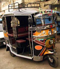 S20E9: DETOUR: Clutch it: Learn to drive a rickshaw