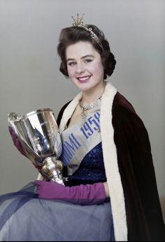 Pirkko Mannola Miss Suomi 1958 Beauty Queens, Helsinki, Vintage Beauty, Finland, Nostalgia, Bomber Jacket, Memories, Celebrities, Archive