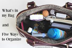 Purse organized purse for teens, backpack organization Purse For Teens, Inside My Bag, Purse Essentials, Travel Essentials, What's In My Purse, School Tote, Backpack Organization, What In My Bag, Work Bags