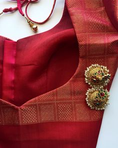 Client blouse Blouse material from saree's Simple Blouse Designs, Stylish Blouse Design, Saree Blouse Neck Designs, Saree Blouse Patterns, Designer Blouse Patterns, Lehenga Blouse, Red Saree, Vans, Nike