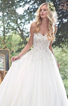 Hairstyles For Strapless Wedding Dresses