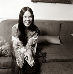 20 Beautiful Black & White Photos Of American Actress Ali MacGraw From The Audrey Hepburn, Black White Photos, Black And White, Katharine Ross, Mc G, Ali Macgraw, Celebs, Celebrities, Beauty Trends