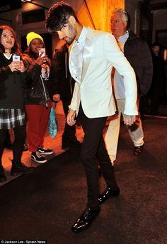 Hailey Baldwin and Zayn Malik film cameos for Ocean's 8 in NYC Estilo Zayn Malik, Zayn Malik Style, Zayn Malik Photos, Sean Faris, Zayn Mallik, Bae, Oceans 8, Indian Men Fashion, Men's Fashion