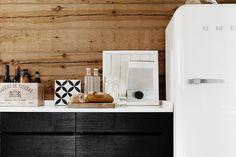 Hirsimökin keittiö Summer Kitchen, Cottage, Lighted Bathroom Mirror, Summer House, Cottage Kitchen, Cottage Lake, Kitchen Dining, Cabin Kitchens, Dream Cottage