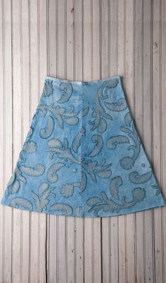 mid length skirt alabama chanin. Make a mid length skirt with green under and light grey over, reverse appliqué. Paisley pattern? New orchid pattern?
