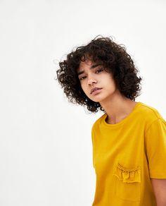 Imagem 2 de T-SHIRT BOLSO FOLHOS da Zara