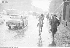Deszczowa ul. Puławska.  Bosa dziewczyna  -_-
