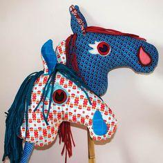 Nähe ein Steckenpferd mit der Schritt-für-Schritt Anleitung! Das Pferdchen ist schnell genäht und gebastelt.