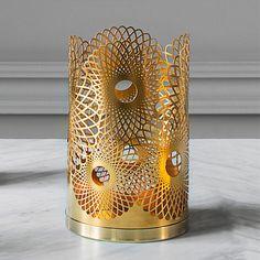 Skultuna Feather candleholder, brass | Skultuna The London collection | Candleholders | Decoration | Finnish Design Shop