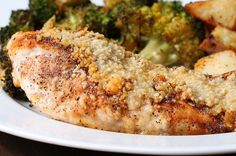 This one-pan garlic chicken dinner with vegetables is an easy, healthy and tasty meal that will to disappoint. Chicken And Vegetable Bake, Chicken And Roasted Veggies, Baked Vegetables, Healthy Chicken, Low Carb Vegetarian Recipes, Cooking Recipes, Garlic Parmesan Chicken, Spring Recipes, Carne