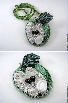 """Брошь-кулон """"Зелёное яблоко""""   biser.info - всё о бисере и бисерном творчестве"""
