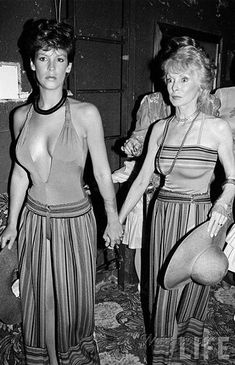Jamie Lee Curtis out with her Psycho mother, Janet Leigh, at Studio 54 : OldSchoolCool Tony Curtis, Jamie Lee Curtis, Janet Leigh, Vintage Hollywood, Classic Hollywood, Mode Hippie, Actrices Hollywood, Studio 54, Hollywood Stars