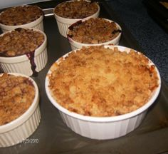Individual Berry Crisp From Alton Brown Recipe - My fav crisp recipe. I've used it with berries, peaches, apples, pretty much anything and always perfect! Chef Recipes, Food Network Recipes, Sweet Recipes, Whole Food Recipes, Copycat Recipes, Yummy Treats, Yummy Food, Sweet Treats, Just Desserts