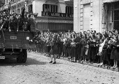 ESPAÑA. REGRESO DE VOLUNTARIOS DE LA DIVISIÓN AZUL. MADRID, 25/05/1942.- Combatientes españoles en la División 250 de la Wehrmacht (División Azul) son aclamados en su recorrido por las calles de Madrid a su regreso a España tras el primer relevo de esta unidad en el frente del Este. EFE/Hermes Pato/jgb SPAIN BLUE DIVISION VOLUNTEERS ARE BACK: MADRID, 25/05/1942.- Spanish volunteers of the first contingent serving in the Eastern front with the German 250 Infantry Division (aka 'Blue…