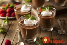Tastes light and sweet chocolate mousse. Prepare a low-calorie chocolate mousse. Chocolate Moose, Dark Chocolate Mousse, Melting Chocolate Chips, Chocolate Coffee, Melted Chocolate, Chocolate Lovers, Chocolate Pudding Recipes, Chocolate Mousse Recipe, Homemade Chocolate