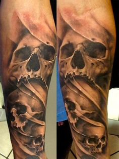 I'm not a fan of skull tattoos but I live the detail in this
