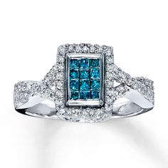 A dozen princess-cut Jared Vivid™ blue diamonds shine in the center of this vibrant diamond ring for her.