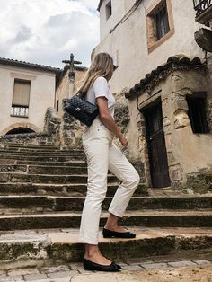 From last weekend at the countryside, taking a nice stroll at one of the nearby towns. I am wearing a white o white outfit with black accents and flats instead of sandals due to the rain. Classic Style, Cool Style, Perspective Drawing Lessons, Sophie Anderson, Minimal Chic, Ulla Johnson, Prada Bag, Cotton Bag, Summer Time
