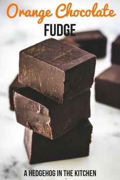 Orange chocolate fudge is the perfect treat for Christmas. Just 4 ingredients and 7 minutes is all you need to make this dreamy treat your reality. #fudge #fudgerecipe #Christmas2017 #themelrosefamily #chocolate