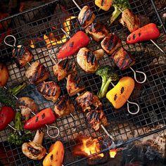 Brochettes de poulet et de légumes à l'asiatique Paella, Shrimp, Grilling, Meat, Ethnic Recipes, Food Trucks, Camping, Slow Cooker Soup, Grilled Chicken Recipes