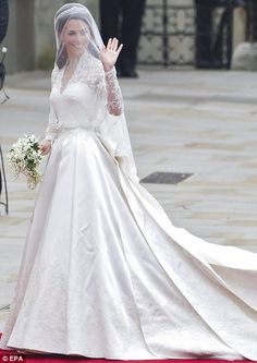 Beautiful and elegant wedding dress. I absolutely love the sleeves.