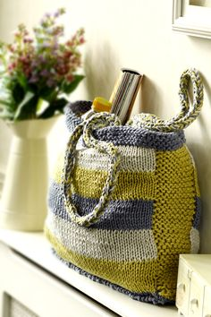 Knitted bag in yellow and grey from Simply Homemade 31 #grellow #knitting #bags #craft