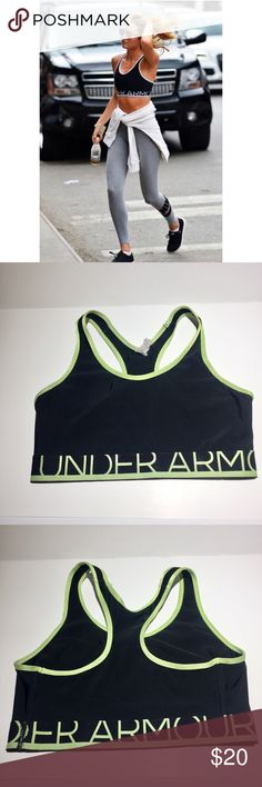 Under Armour Sports Bra Made for mid-impact activities this super-snug classic-fitting sports bra is perfect for anything from Pilates & spinning to kickboxing & light cardio. So you can go hard without losing your focus. Super-smooth, double-layer HeatGear fabric delivers superior next-to-skin feel & lasting comfort. Signature Moisture Transport System wicks moisture to keep you cool, dry, & light. Best for A to C cup sizes. Polyester / Elastane. Gently worn Measurements taken laying flat…