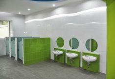 Daycare Design, Classroom Design, Childrens Bathroom, Bathroom Kids, Library Furniture, Kids Furniture, School Building Design, Ecole Design, Toilette Design