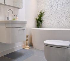 salle-de-bains-grise-des-tuiles-mosaiques-murales