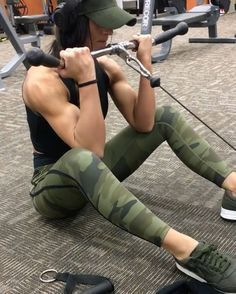 "5,044 Likes, 128 Comments - Jill Mahowald (@jillchristinefit) on Instagram: ""Bicep finisher! *NOTE: This video is SPED UP, I am performing each rep much slower* Started off…"""