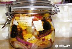 Fűszeres lilahagymás rakott sajt Gourmet Gifts, Kefir, Pickles, Feta, Cucumber, Salads, Vegan Recipes, Good Food, Cheese