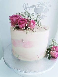 Simple yet elegant buttercream birthday cake with real flower accents. Elegant Birthday Cakes, Birthday Cake With Flowers, Beautiful Birthday Cakes, Beautiful Cakes, Creative Cake Decorating, Birthday Cake Decorating, Cake Decorating Techniques, Birthday Cake Bakery, Buttercream Birthday Cake