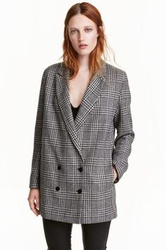 Long wool-blend blazer: Long dogtooth-patterned blazer in a wool blend. The jacket is double-breasted with long sleeves and buttons at the cuffs. Lined.