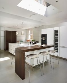Indoor/outdoor living, bulthaup kitchen by Kitchen Architecture White Galley Kitchens, Elegant Kitchens, Cool Kitchens, Small Kitchens, Kitchen Island Dining Table, Kitchen Islands, Pub Table And Chairs, Bar Tables, Bulthaup Kitchen