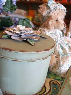 Green flower tin - Country Touches Atherton
