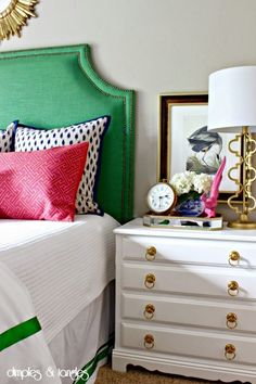 42 Ideas bedroom green headboard guest rooms for 2019 Preppy Bedroom, Bedroom Green, Bedroom Colors, Home Decor Bedroom, Bedroom Chair, Bedroom Ideas, Guest Bedrooms, Master Bedroom, Green Headboard