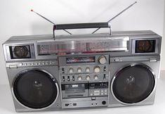 JVC-RC-M90_boombox_LL-Cool_J_Radio_Album_cover